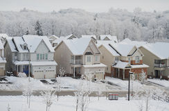 De winterochtend in de kleine stad Royalty-vrije Stock Afbeeldingen