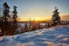 De winterochtend in Zwitserland Stock Afbeeldingen