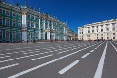 De winterpaleis in heilige-Petersburg Stock Foto