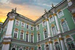 de winterpaleis in de stad van St. Petersburg royalty-vrije stock fotografie