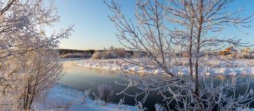 De winterpanorama van de rivier, Rusland, Ural Royalty-vrije Stock Afbeeldingen