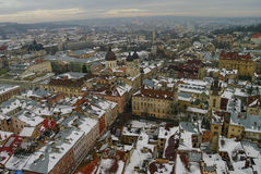 De winterpanorama van Lviv door sneeuw, de Oekraïne wordt behandeld die Lviv (Lvov), Ea Royalty-vrije Stock Fotografie