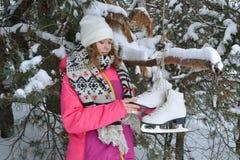 De winterportret in bont-bomen Stock Afbeeldingen