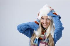De winterportret van blondevrouw stock fotografie