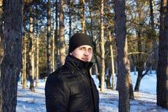 De winterportret van een mens Stock Afbeeldingen