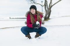 De winterportret van leuk vrij jong meisje Royalty-vrije Stock Afbeeldingen