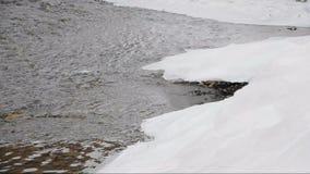 De winterrivier stock videobeelden
