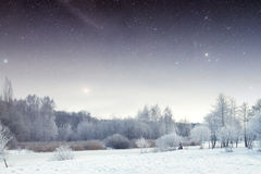 De winterrivier bij nacht landschap van Oost-Europa stock fotografie