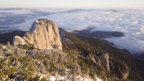 De winterscène in Ceahlau-berg Stock Fotografie