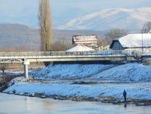 De winterscène door de Timia-rivier Stock Afbeelding