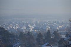 De winterscène - Luchtverontreinigingsluchtvervuiling, Valjevo, Servië royalty-vrije stock fotografie