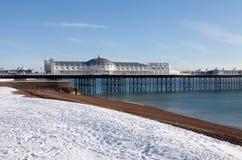 De wintersneeuw Brighton van de pijler Royalty-vrije Stock Afbeeldingen
