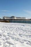 De wintersneeuw Brighton van de pijler Stock Foto