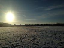 De wintersnowfield Stock Afbeeldingen