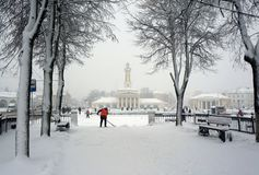 De winterstad Kostroma, sneeuwstorm stock foto's
