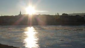 De wintertijd van Boedapest - de ijzige kerk van Donau Mathias royalty-vrije stock foto's