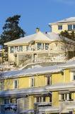 De wintertijd van rijtjeshuizen en van villa's Royalty-vrije Stock Foto