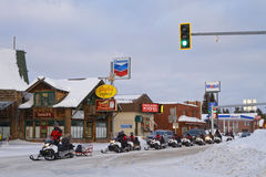 De wintertransporten in West Yellowstone Stock Foto