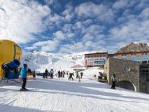 De wintervakantie in de Alpen Stock Fotografie