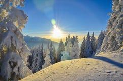 De winterverhaal op berg Royalty-vrije Stock Afbeeldingen