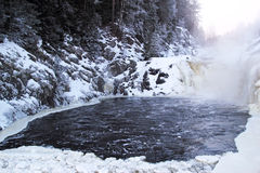 De winterwaterval Kivach Stock Foto