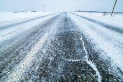 De winterweg, die de weg vegen Stock Afbeelding