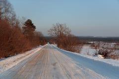 De winterweg in de middag royalty-vrije stock foto's