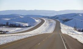 De winterwegen in Montana stock afbeeldingen