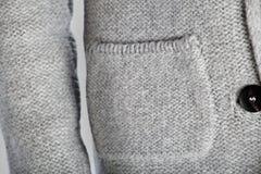 De de winterwol kleedt de witte achtergrond van de studiokwaliteit stock foto's