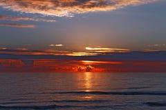 De winterzonsondergang op de Middellandse Zee Stock Afbeelding