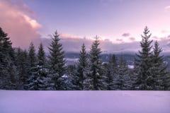 De winterzonsondergang in sneeuwtirol royalty-vrije stock foto