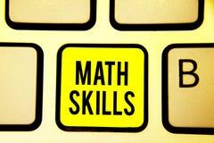 De Wiskundevaardigheden van de handschrifttekst Concept betekenen die beginnen leren hoe te om aantallen te tellen voegt van het  stock afbeeldingen