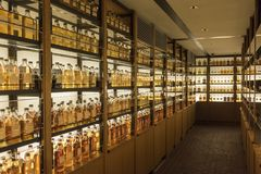 De Wiskymuseum Japan van bibliotheeksuntory Yamazaki stock afbeelding