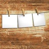 De Witboeken maken aan kabel met wasknijpers vast Royalty-vrije Stock Afbeeldingen