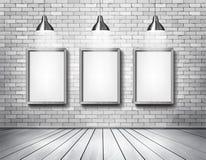De witte baksteen toont ruimte met schijnwerpers Stock Fotografie
