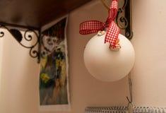De witte Bal van Kerstmis Stock Fotografie