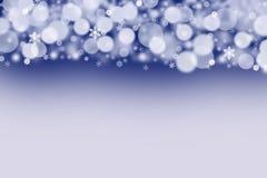 De witte ballen en de sneeuwvlokken op een donkerblauwe achtergrond Royalty-vrije Stock Afbeelding