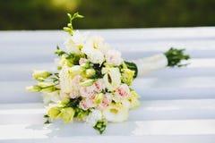 De witte bloemen van het Huwelijk Stock Afbeeldingen