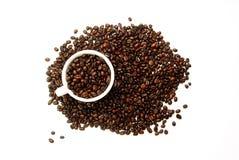 De witte Boon van de Kop en van de Koffie op Wit Royalty-vrije Stock Afbeeldingen