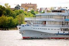 De witte boot van de riviercruise Stock Foto