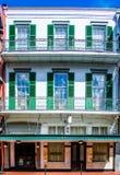 De witte Bouw de Bourbonstraat in van New Orleans, Louisiane royalty-vrije stock afbeelding