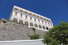 De witte bouw op de heuvel Stock Fotografie