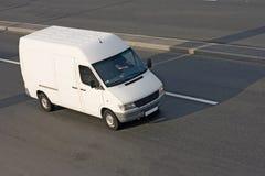 De witte Bus van de ladings lege Pendel stock foto's