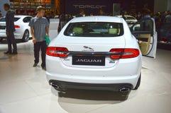 De witte Cabriolet van Jaguar XF Internationale Automobiele Salon van Moskou Stock Afbeeldingen
