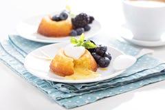 De witte cake van de chocoladelava Stock Foto's