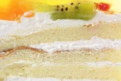 De witte Cake van de Room van de Spons met het Bovenste laagje van het Fruit van de Gelatine Royalty-vrije Stock Afbeeldingen