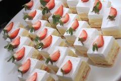 De witte Cakes van de Aardbei Royalty-vrije Stock Foto's