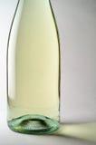 De witte close-up van de wijnfles Stock Foto