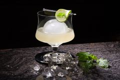De witte Cocktail van Muntspritzer royalty-vrije stock afbeelding