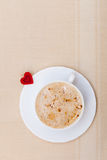 De witte de drank en het hartdag van de valentijnskaart van de symboolliefde van de kopkoffie hete royalty-vrije stock afbeelding